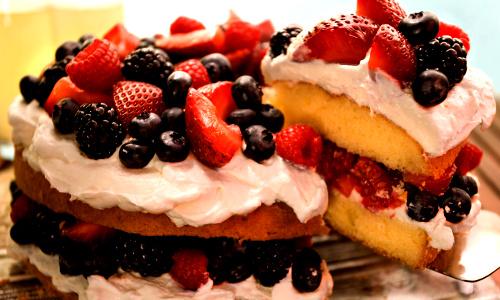 O BOLO MENSAL - Um bolo com a primeira fatia...