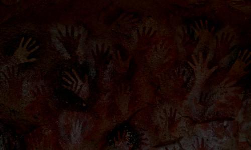 Mãos pede socorro na caverna