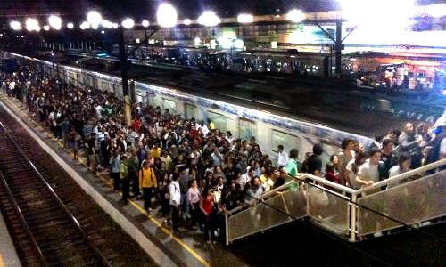 Foto da plataforma de embarque da eEstação Central do Brasil