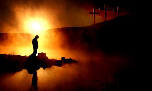 Há um homem e um abismo entre ele e a cruz