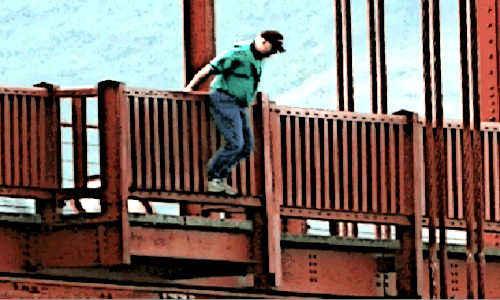 Homem ameaçando se jogar da ponte