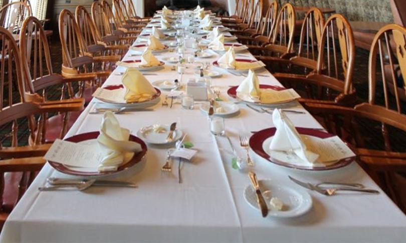Mesa preparada para o jantar - JESUS VEM PARA MINHA CASA