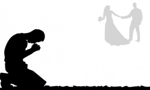 """Homem de joelhos, orando por um casamento - O ALTO PREÇO DE DESOBEDECER A DEUS  """"Brincando de namorar"""""""
