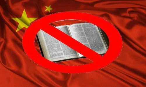 Simbolo proibido, sobre uma Bíblia aberta que está spbre a bandeira da China